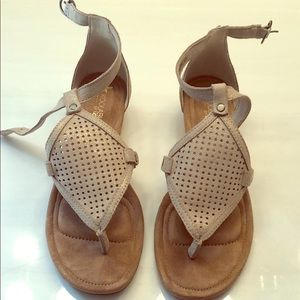Sandals with very slight wedge